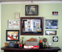 Artwork on the wall (dgray_xplane) Tags: stilllife schilder smile painting happy display photos kunst memories stlouis happiness stilleben 2006 mo canvas missouri oil april saintlouis kunstenaar naturemorte xplane naturamorta happymemories davegray dgray dgrayxplane hetschilderen oliehetschilderen