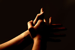 Manos Llenas de ArTe (MeLicA) Tags: luz canon hands friend arte manos mans canoneos350d flamenco jlia palmas manosdearte theinterestingest