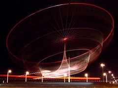 Sculpture (trazmumbalde) Tags: red sculpture motion portugal night europe porto janet matosinhos longshot echelman naoseipramais