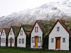 P5230561 (Kelly Cheng) Tags: house mountain horizontal outdoors photography iceland day nopeople getty turf scenics traditionalculture tranquilscene traveldestinations buildingexterior gettysale gi1109 pickbykc 85186973 gi1204