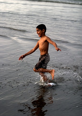 Splash! (kijal) Tags: boy portrait people beach smile canon happy mood running splash oman eos10d kijal jovial seeb ef70200mmf28l