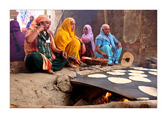 Punjabi women (Elishams) Tags: city india cooking wow women indian holy varanasi dailylife hindu indianarchive hinduism kashi punjabi banaras benares northindia uttarpradesh 50millionmissing elishams