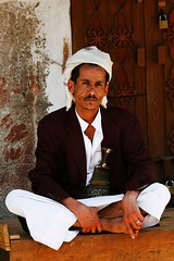 Man with turban sitting cross legged - Yemen (Eric Lafforgue) Tags: republic arabic arabia yemen arabian ramadan yemeni yaman arabie yemenia jemen lafforgue arabiafelix  arabieheureuse  arabianpeninsula ericlafforgue iemen lafforguemaccom mytripsmypics imen imen yemni    jemenas    wwwericlafforguecom  alyaman ericlafforguecomericlafforgue contactlafforguemaccom yemenpicture yemenpictures