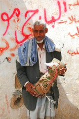 Man selling qat - Yemen (Eric Lafforgue) Tags: republic arabic arabia yemen arabian ramadan yemeni yaman arabie yemenia jemen lafforgue arabiafelix  arabieheureuse  arabianpeninsula ericlafforgue iemen lafforguemaccom mytripsmypics imen imen yemni    jemenas    wwwericlafforguecom  alyaman ericlafforguecomericlafforgue contactlafforguemaccom yemenpicture yemenpictures