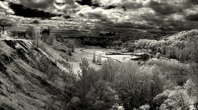 HDR IR Brickworks valley