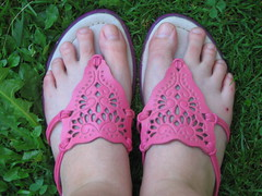 ::pink shoes:: (menina1984) Tags: pink green feet me shoe menina1984