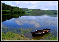 J060618L (moi_images) Tags: lake reflection norway landscape boat explore