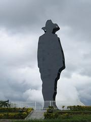 ¡Sandino presente! (birdfarm) Tags: shadow statue memorial hero nicaragua managua outline sandino sandinista lomadetiscapa augustocésarsandino acsandino sandinismo ryszardkapuściński