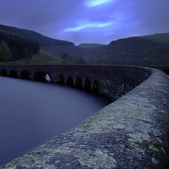 Elan Garreg Ddu Bridge (Adam Clutterbuck) Tags: uk longexposure greatbritain bridge wales dawn lowlight 300d been1of100 arches reservoir slowshutter gb elan sweep canoneos300d oe sweeping slowshutterspeed elanvalley greengage adamclutterbuck exploretop20 showinrecentset openedition