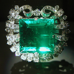 BF322 Hooker Emerald Brooch (listentoreason) Tags: green nature museum geotagged brooch favorites diamond mineral jewlery emerald platinum gem