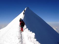 Castore, 4.228 m, cresta SE (kenyai) Tags: blue mountain snow mountains alps montagne 500v20f blu glacier climbing neve monterosa alpinismo alpi montagna ghiaccio 4000 cresta alpinism valdaosta ghiacciaio scalata interestingness8 castore elevation40004500m altamontagna valdayas 666v6f i500 summitcastore altitude4228 mountainsmonterosa top20mountain