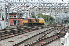 82145 n 67008 @ Crewe (uksean13) Tags: yellow train canon cheshire diesel transport rail railway crewe dbs ews networkrail ef28135mmf3556isusm 400d 67008 82145 dbschenker