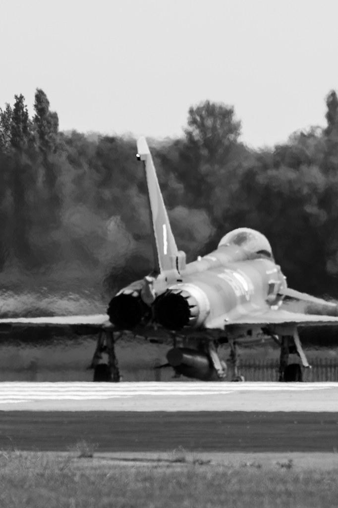 F28 fighter jet