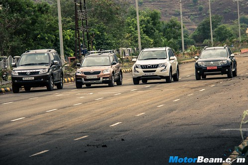 2015-Mahindra-XUV500-vs-Skoda-Yeti-vs-Tata-Safari-Storme-vs-Renault-Duster-AWD-12