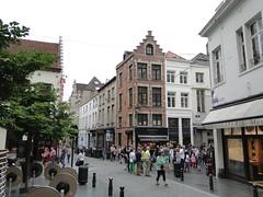 Eikstraat with people around the Manneken Pis statue (Joop van Meer) Tags: brussels 2015 gr12 eikstraat