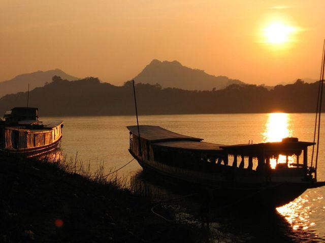 2Hoàng hôn trên sông Mêkông