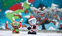 « Christmas is in the air! » (Damien Saint-é) Tags: kidrobot mad holidape dunny bot madl toy vinyl arttoy