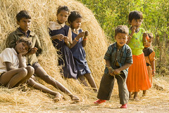 Kawardha - Chhattisgarh - India (wietsej) Tags: kawardha chhattisgarh india children sony a100 zeiss 135 18 sal135f18z tribal rural village