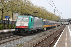 Rotterdam Zuid, 2015-04-29 (NS162) Tags: holland netherlands station train track transport nederland international 186 rails railways trein spoor spoorwegen sporen traxx benelux spoorweg 2800 nmbs icr rijtuig internationaal spoorlijn reizigers rijtuigen reizigerstrein