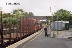 142+170, Portarlington, 31-07-2006 (MidlandDeltic) Tags: ireland trains railways irishrail generalmotors portarlington emd iarnrdireann 141class