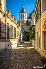 Ruelle au chteau (hapePHOTOGRAPHIX) Tags: trip travel summer france color photography interesting alley frankreich europa europe flickr explore most fr francia montbliard franchecomt gasse callejn mmpelgard flickriver francocondado chteaudemontbliard fujix100 hapephotographix 250fra schlossmontbliard