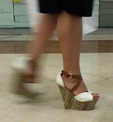 Street feet (278) (I Love Feet & Shoes) Tags: street sexy feet stockings pie shoes highheels sandals tights lingerie heels ps huf hoof bas pieds mules pantyhose schuhe casco piedi meias medias scarpe sandalias chaussures sapatos sandlias zapatillas sandalen  sandales  sabot sandali  strmpfe    calcanhares  fse