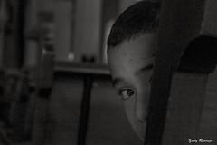 Timidez (Yures) Tags: childhood niño bn blackwhite
