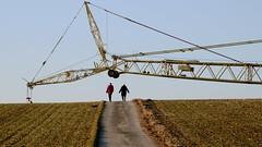 not your usual sight ... | nicht der typische Anblick ... (rainbowcave) Tags: path crane walk stroller spaziergänger weg kran feldweg rheinhessen kleinwinternheim womansmarch
