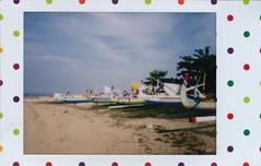 IMG_0020 Bali (spoeka) Tags: lomo lomography analog analogue instant sofortbild fujiminiinstax instaxmini90neoclassic bali indonesia indonesien sanur strand beach sand meer sea dots punkte bunt candypop boote baliboote boats