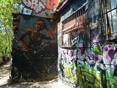 Oase in der Grostadt (Langi Zwofnf) Tags: berlin beach graffiti sommer friedrichshain idylle 2015 yaam paololivornosfriends