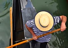Venecia (Mnica Molinari) Tags: venice italy rayas water boat agua italia sombrero venecia venezia remo gndola bote rayado gondolero venessia