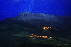 Itxina mountain with Zaloa and Urigoiti villages at night (Mimadeo) Tags: mountain mountains night rural stars countryside twilight spain village streetlights peak illuminated lamppost bizkaia starry euskalherria euskadi orozco vizcaya basquecountry paisvasco massif gorbea zaloa itxina orozko urigoiti