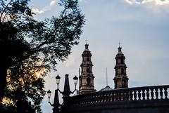Adiós al día. (spawn5555) Tags: atardecer aguascalientes centro historia templo torres nikon d3000 iglesia méxico history photography fotografía belleza beautiful
