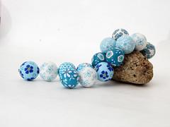 beads from polymer clay (susan.polymer von filigran-design) Tags: beads from polymer clay fimo filigrandesign fimoschmuckundfimoperlen polymerclayfimoperlen polymerdesignaufetsyfiligrandesignaufdawandakatzehunddackelkünstlerkatzesusicat blütenperlen blau weis schmuck jewelry bracelet necklace halskette armband art arcilla