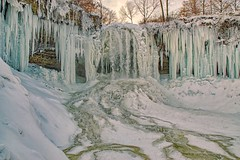 Feeling Minnesota (Doug Wallick) Tags: minnehaha minneapolis minnesota falls snow ice water flow cold icicles slippery twincities urban landscape winter
