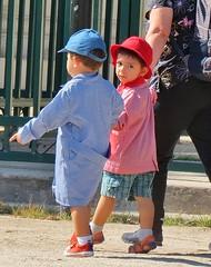 crianças (jakza - Jaque Zattera) Tags: chile escolar dois infância alunos olhou menino spy