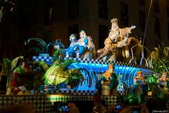 El Rei Melchor - Cavalcada Reis Barcelona 2016 (j.borras) Tags: night child 50mm three kings letter gift present melchor cavalcada reis barcelona bcn 2016 nikon