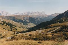 2000 Italy // Wandern auf der Seiser Alm // (maerzbecher-Deutschland zu Fuss) Tags: 2000 maerzbecher italien italia italy südtirol seiseralm wandern natur trail wanderweg hiking trekking