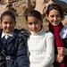 Meninas locais pedem para serem fotografadas