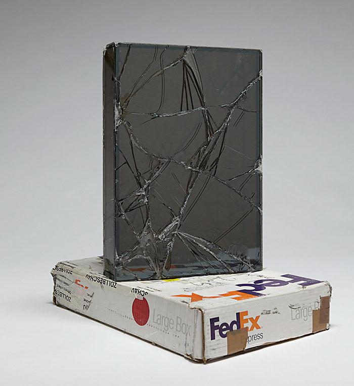 Τύπος έστελνε για 9 χρόνια γυάλινα αντικείμενα με μεταφορική για να αποδείξει τις κακές συνθήκες αλλά κατέληξε με απίστευτα γλυπτά!