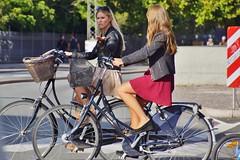 Bye bye (os♥to) Tags: sony alpha77 a77 slt august2015 bicycle bike bici vélo rower bicicleta fietssykkel cykel velo fahrrad street streetphotography candid people