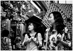 #3972 Asakusa::Tokyo (Potemkin666) Tags: street japan 35mm tokyo fujifilm asakusa carlzeiss biogon xt1