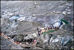 Chamonix 74 (grotte Mer de glace le 17 aot 1987, le 19 aot la passerelle cde, 2 morts .. Ouf) (GK Sens-Yonne) Tags: savoie chamonix 74 grotte glace haute merdeglace hautesavoie passerelle rhonealpes montenvers