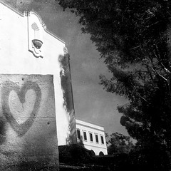 (Dom Guillochon) Tags: life california trees urban usa sunlight building love wall architecture graffiti shadows heart sandiego noiretblanc hill lookingup somewhere balboapark upshot