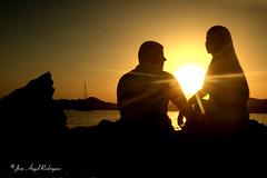 PAREJA EN LA PUESTA DE SOL (Jose Angel Rodriguez) Tags: sol contraluz mediterraneo pareja murcia silueta sunrays aguilas calabardina costacalida joseangelrodriguez