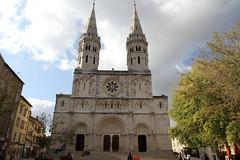 Mâcon - l'église Saint-Pierre (Chemose) Tags: building church architecture roman burgundy romanesque bourgogne église bâtiment saintpierre mâcon mâconnais southburgundy
