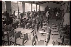 Educação (Governo da Bahia (Memória)) Tags: de foto da bahia material escola cadeiras mesa marcenaria mesas colégio cadeira estado móveis bdu educação móvel secretaria governo recuperação marceneiro agecom govba serrilharia serrilheiro