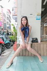 等待午餐 (CasaDeAM) Tags: sexy 2470 leg woman beautiful girl hair portrait street asia