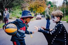Simmons on Simmons (axi11a) Tags: costumes halloween basketball kids kiss cosplay simmons rundmc 1on1 oneonone