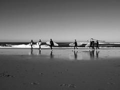 Surferos en Guincho (John LaMotte) Tags: portugal infinitexposure bw blackwhite praia playa pretoebranco guincho cascais blancoynegro ilustrarportugal